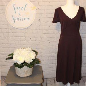 LOFT size 6 plum V-neck Short Sleeve Midi Dress